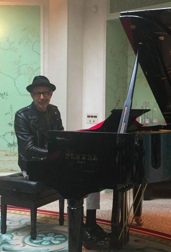 Jeff-Goldblum-Shangri-La-Paris